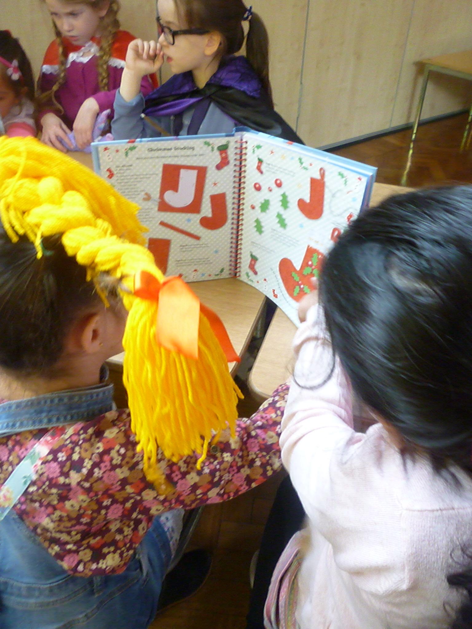 Yr2 sharing books (2)2